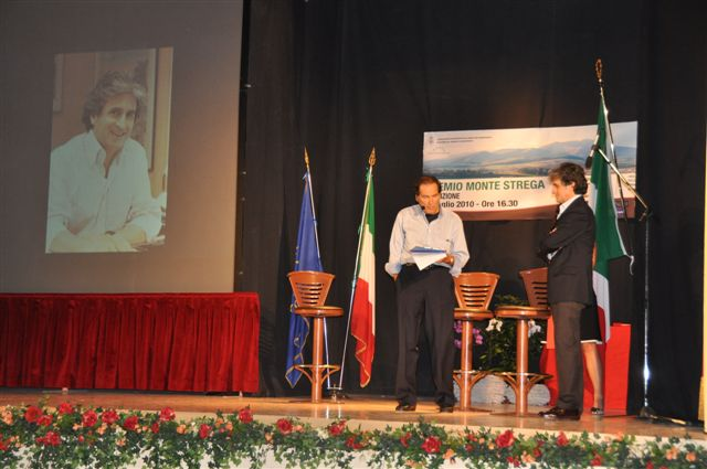 Paolo Mastri alla premiazione con il presentatore Biagio Marini
