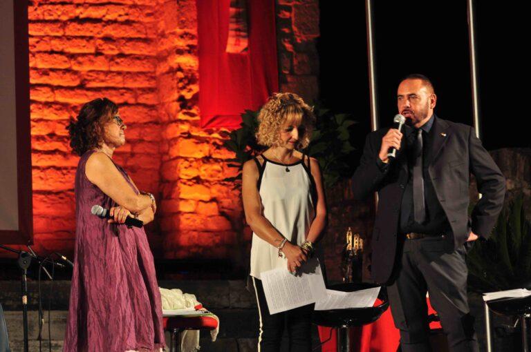 Premiazione di Massimo Liberatori accompagnato dalla moglie Simona
