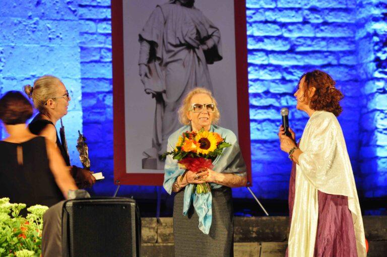 Premio alla memoria di Padre Stefano Troiani consegnato alla sorella Vanda