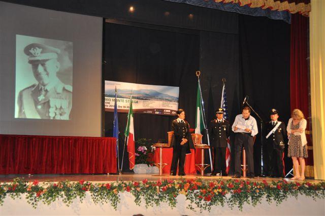 Il premio alla memoria di Pietro Loretelli viene consegnato alla figlia Rosamaria