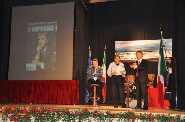 Giovanni Castellucci con il sindaco Ugo Pesciarelli e Biagio Marini