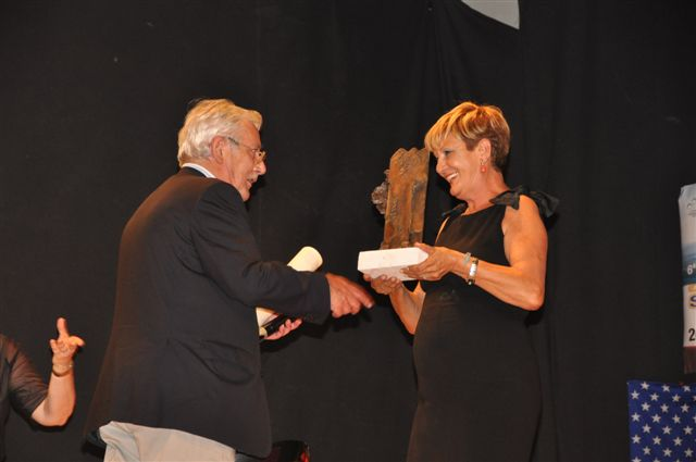 Sandro Boldrini premiato dalla presidente Mara Silvestrini