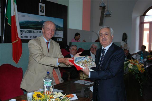 Giuseppe Vitaletti premiato da Raniero Massoli-Novelli