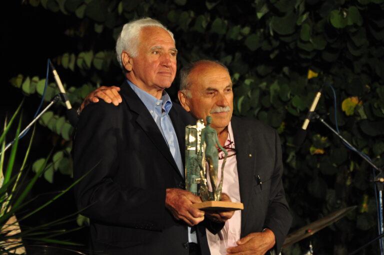 Giancarlo Polidori premiato da Giovanni Pesciarelli