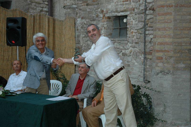 Luca Di Girolamo premiato dal presidente Timoteo benedetti