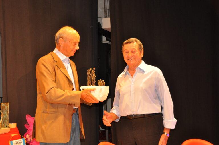 Giuseppe Paroli riceve il premio alla memoria dei minatori caduti da Raniero Massoli-Novelli