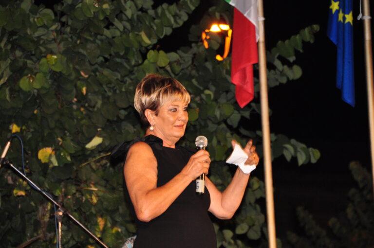 La presidente Mara Silvestrini da il benvenuto agli astanti