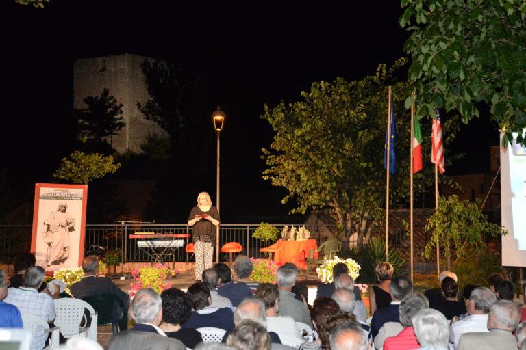 Lo scenario della manifestazione e la presentatrice Cinzia Vitaletti