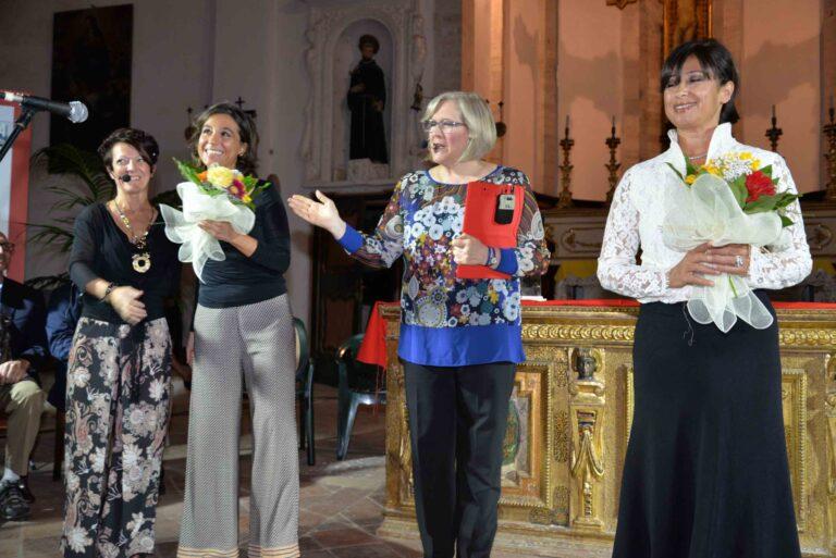 Le conduttrici Cinzia Vitaletti e Mara Beciani con le artiste Giulia Marini e Rosita Tassi